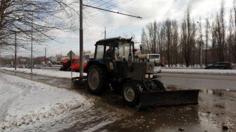 Улицы Пензы срочно очищают от снега и льда