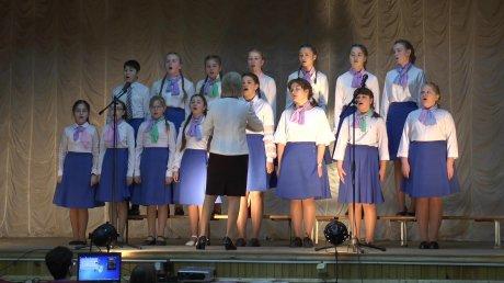 В Каменке школьники выступили на конкурсе-фестивале детских хоров